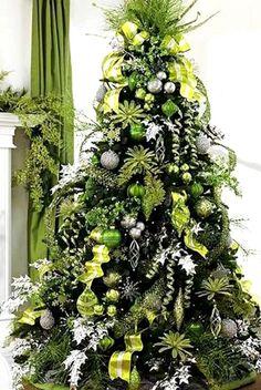 Green & silver decorated Christmas tree ToniKami Ðℯck Ʈհe HÅĿĿs