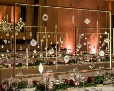 Christmas gala ideas: impressive and impactful, our corporate event design Design Lounge, Table Design, Event Themes, Event Decor, Gala Decor, Gala Themes, Corporate Event Design, Corporate Party Ideas, Event Planning Business