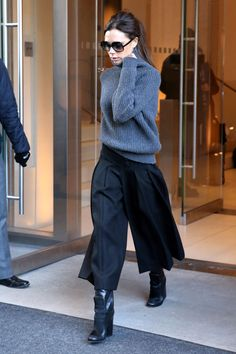 Victoria Beckham: her most beautiful looks in pictures - Fashion looks: Exactly 2 days before Fashion Week, Victoria uses a turtleneck and midi skirt, becau -