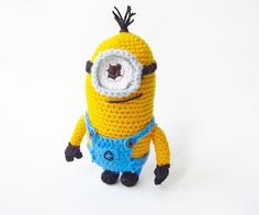 Despicable Me Minion - Free Amigurumi Pattern http://www.littlethingsblogged.com/2014/01/amigurumi-despicable-me-minion.html