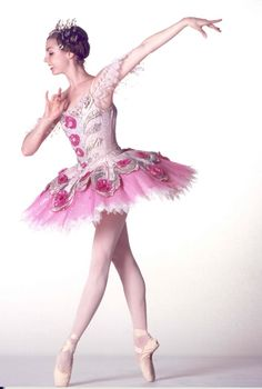 A Real Christmas Ballerina: Bridgett Zehr as the Sugar Plum Fairy in the Houston Ballet's 2005 Production of The Nutcracker. Photo by Pam Francis.Long-limbed brunette Bridgett Zehr, perhaps the company's most promising young ballerina, danced the. Tutu Ballet, Ballerina Dancing, Ballet Dancers, Ballet Skirt, Nutcracker Costumes, Tutu Costumes, Fairy Costumes, Sugar Plum Fairy, Boris Vallejo