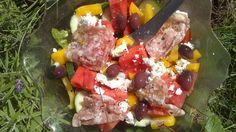 Kalamataoliver, gul paprika, feta och korv Feta, Salads, Salad, Chopped Salads