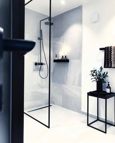 Bathroom Decor black and white Bad Bathroom Design Inspiration, Bad Inspiration, Modern Bathroom Design, Bathroom Interior Design, Decor Interior Design, Interior Paint, Bathroom Goals, Bathroom Inspo, House Rooms
