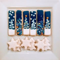 Chocolate biscuits with caramel fondant heart - HQ Recipes Christmas Tree Cookies, Iced Cookies, Royal Icing Cookies, Holiday Cookies, Cookies Et Biscuits, Cookie Factory, Cookie Sticks, Frozen Cookies, Summer Cookies
