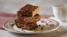 Classic, chewy and good for your soul, Lorraine Pascale's flapjacks are simple to make and hard to beat! Golden Syrup Flapjacks, Easy Flapjacks, Chocolate Flapjacks, Square Cakes, Baking Tins, Baking Recipes, Breakfast Bars, Breakfast Cookies, Deserts