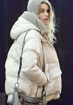 The Best Street Style Inspiration & More Details That Make the Difference Street Style, Cool Street Fashion, Ladies Down Jackets, Outfit Stile, New Yorker Mode, Winter Stil, Cozy Winter, Winter White, Fall Winter