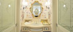 PHOTOS: Tokyo Disneyland Hotel opens new Cinderella themed hotel rooms, joining their collection of Disney inspired rooms Tokyo Disneyland Resort, Disneyland Hotel, Cinderella Room, Themed Hotel Rooms, Disney Bathroom, Disney Rooms, Most Luxurious Hotels, Disney Dream, Disney Inspired