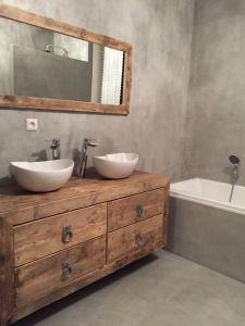 Rustic Bathrooms 405112928984501866 - Farmhouse Studio Apartment Bathroom Remodel Inspirations 40 Source by aknicam Bathroom Toilets, Bathroom Renos, Small Bathroom, Bathroom Ideas, Remodel Bathroom, Bathroom Remodeling, Bathroom Mirrors, Shower Remodel, Budget Bathroom