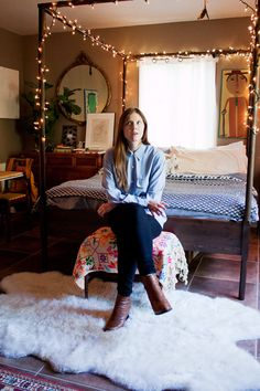 Penny, Petra & Sydney's Gorgeous, Artful Home    House Tour--love the bed w/o the lights