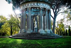 Discover Madrid's secret garden, the beautiful Parque de el Capricho. Find out about the history of this delightful park. Cool Places To Visit, Places To Go, Spain And Portugal, Garden Landscaping, Wander, Places Ive Been, Fountain, Tourism, Europe