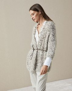 Stylish cardigans and lightweight sweaters for women in colorful cotton yarn, linen and silk. Discover Brunello Cucinelli collection on the online boutique. Vintage Crochet Patterns, Knit Fashion, Mens Fashion, Brunello Cucinelli, Comfortable Fashion, Crochet Clothes, Online Boutiques, Knitwear, Fashion Dresses