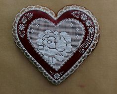 Dekoratívne medovníky - Fotoalbum - Srdiečka Valentine Cookies, Christmas Cookies, Valentines, Lace Cookies, Sugar Cookies, Gingerbread Decorations, Gingerbread Cookies, Cookie Decorating, Decorating Tips