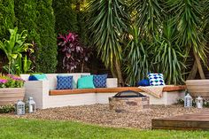 Make a built-in outdoor bench to transform an unused part of your garden into a true entertainer's dream.