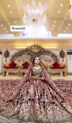 Pakistani Dresses Casual, Pakistani Bridal Dresses, Bridal Wedding Dresses, Designer Sarees Wedding, Designer Dresses, Desi Wedding, Saree Wedding, Bridle Dress, Latest Bridal Lehenga