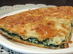 Albanian Cooking -Pita (Pite me presh) Et Yemekleri Albanian Cuisine, Albanian Recipes, Turkish Recipes, Ethnic Recipes, Albanian Food, Macedonian Food, Around The World Food, Bon Appetit, Healthy Meals