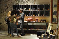 Reinterpretare oggetti d'arredo ∼ Gli oggetti brocante #RiccardoBarthel sono stati usati per alcuni allestimenti di stand all'interno di fiere. Nella gallery lo stand di Camp marzio per Fragranze 2011