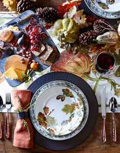 Seasonal Thanksgiving table | 3 festive styles that capture the essence of Thanksgiving's bounty.