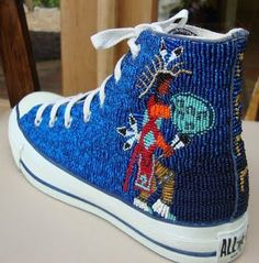 Contemporary Native beading --Art of Teri Greeves - converse brodée de perles Native American Crafts, Native American Artists, Native American Fashion, Native American Indians, Native Fashion, Native Americans, Beaded Shoes, Beaded Moccasins, Beaded Earrings