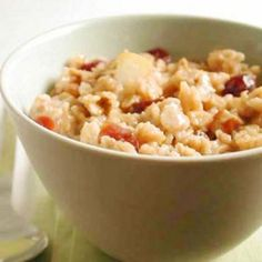 De-lish Oatmeal Recipe from cooking light. made with apple cider, craisins, pear, and nuts. High Fat Foods, High Fiber Foods, Get Healthy, Healthy Eating, Healthy Lunches, Healthy Breakfasts, Healthy Foods, Clean Eating, Diet Recipes
