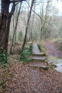 La Tosca y Torrent de la Masica - Vallfogona del Ripollès Van Camping, Sidewalk, Country Roads, Den, Blog, Hiking Trails, Houses, Tourism, Places