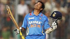 A legend of cricket Sachin Tendulkar Height is 5 Inches. Sachin Tendulkar completed his 10000 runs in just 259 innings. Images Wallpaper, Team Wallpaper, History Of Cricket, India Cricket Team, Cricket Wallpapers, Rohit Bal, Man Of The Match, Neeta Lulla, Sachin Tendulkar