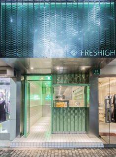 Juice Bar Freshigh in Shanghai, entworfen von Dongqi Architects - store. Cafe Interior, Shop Interior Design, Retail Design, Store Design, Retail Facade, Shop Facade, Shanghai, Cafe Concept, Café Bar