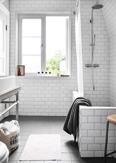 I love a vintage-industrial touch to a home, it's one of my favourite looks. Especially in a Scandivian backdrop (of course!). That's why I was particularly excited to come across this Swedish home ov