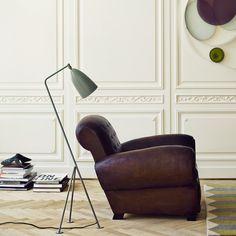 De Grossman Grasshopper vloerlamp van Gubi is een echt design icoon. Mooi in elk interieur. #woonkamer #vloerlamp #lamp #verlichting