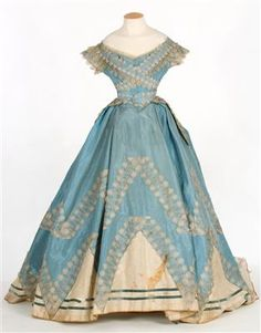 Blue silk taffeta dress, late 1860s. IMATEX, register number 11907. Front view of evening/low bodice.