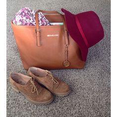 Hoy va de marrones y burdeos! #lookfoftheday #picoftheday #blog #blogger #bcnblogger #fashion #fashionblogger #instafashion #instablogger #bcn #burdeos #michaelkors #kmbshoes #stradivarius #mysistershowroom
