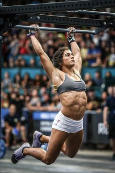Lauren Fisher is one of the youngest CrossFit athletes to have been featured in the grueling sport that is CrossFit. See her bio, training, and diet here. Crossfit Motivation, Gewichtsverlust Motivation, Crossfit Quotes, Crossfit Girls, Crossfit Body, Female Crossfit Athletes, Fitness Inspiration, Camille Leblanc Bazinet, Model Training