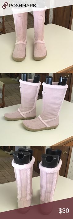"""Kenneth Cole Reaction """"Lambsy"""" pull on boots Kenneth Cole Reaction """"lambsy"""" boot.  Size 7.5.  These boots are a light pink in color.  They have been worn so there are some scuff marks in the toe area.  Suede cleaner will probable clean them.  Warm and comfy Kenneth Cole Reaction Shoes Winter & Rain Boots"""