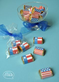 All-American Flag Wraps for Little Chocolates: these free printables are perfect for party favors at your upcoming of July party. Patriotic Party, Patriotic Crafts, July Crafts, 4th Of July Party, Fourth Of July, Holiday Crafts, Holiday Ideas, Candy Crafts, Paper Crafts