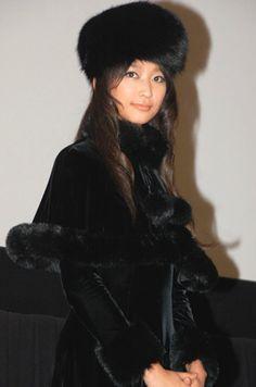 画像・写真|『銀河鉄道999映画祭』にメーテルの衣装で登場した、杏(C)ORICONDDinc. 1枚目 White Velvet, Velvet Jacket, Goth, Cosplay, Asian, Actresses, Costumes, Black And White, Elegant