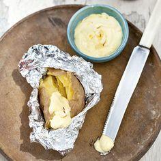Recept - Gepofte aardappel met knoflookmayo - Allerhande