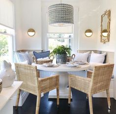50 the beauty of round dining room and some fun entertainment 12 « inspiredesign Kitchen Banquette, Banquette Seating, Dining Nook, Dining Room Design, Kitchen Dining, Cozy Kitchen, Kitchen Booths, Dining Chairs, Small Dining