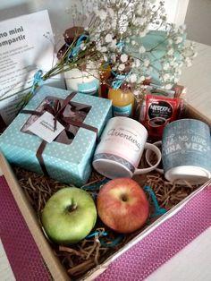 Diy Gift Box, Diy Gifts, Diy Birthday, Birthday Gifts, Breakfast Basket, Gift Crates, Flower Box Gift, Diy Gift Baskets, Fruit Box