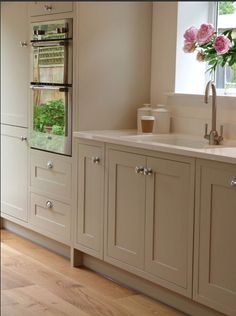 Modern Kitchen Modern Country Shaker Style country by SGH and Stump Furniture My favourite style of doors Shaker Style Shaker, Shaker Style Kitchens, Home Kitchens, Howdens Kitchens, Home Decor Kitchen, New Kitchen, Kitchen Country, Kitchen Ideas, Kitchen Wood