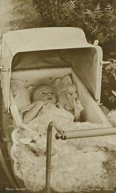 Kronprinz Harald von Norwegen, future King Harald V. Of Norway *1937