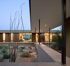 IBARRA ROSANO DESIGNS HOME ABOVE THE DESERT IN ARIZONA http://essentialhome.eu/blog/ibarra-rosano-designs-home-desert-arizona/