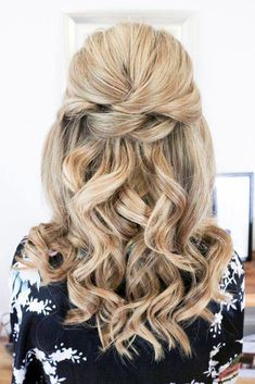 Wedding Hair Half Up Ideas ❤︎ Wedding planning ideas & inspiration. Wedding … Wedding Hair Half Up Ideas ❤︎ Wedding planning ideas & inspiration. Wedding dresses, decor, and lots more. Half Up Wedding Hair, Wedding Hairstyles Half Up Half Down, Elegant Wedding Hair, Half Up Half Down Hair, Wedding Hair And Makeup, Wedding Updo, Timeless Wedding, Half Up Curled Hair, Bridal Hair Half Up With Veil