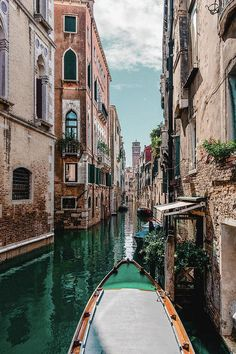 Boat In Venice Canal - Art Print - 6.625 x 10.000 / Luster Photo Paper