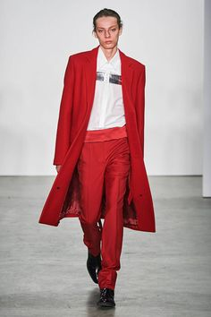 Helmut Lang Fall 2019 Ready-to-Wear Fashion Show - Vogue Helmut Lang, High Fashion Looks, Masculine Style, Fashion Show Collection, Runway Fashion, Women's Fashion, Fashion Brands, What To Wear, Ready To Wear