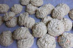 Vynikajíci oříškové vánoční cukroví | NejRecept.cz Cookies, Chocolate, Food, Crack Crackers, Chocolates, Eten, Cookie Recipes, Brown, Meals