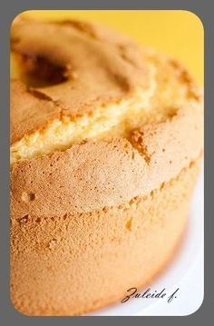 Zuleide Felisberto postou um bolo e um café com chocolate que são de dar água na boca. O esmalte ela usou só nos pés... Clique pra ver