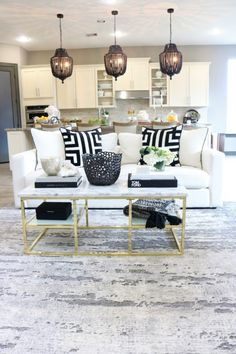 5 Easy Steps How to Incorporate Spring into Your Home Décor l Modern living roo. 5 Easy Steps How Living Room White, Living Room Paint, Living Room Carpet, Living Room Colors, Rugs In Living Room, Living Room Designs, Living Room Decor, Grey Couch Decor, White Couches