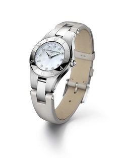 Fabulous, meet functional. Top Wesseltons keep time on the pearly dial of the Linea 10011.