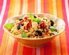 Salade de couscous au thon, concombre et olives