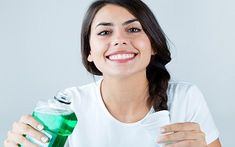 Best Mouthwash Question: What's the best mouthwash for bad breath? Answer: Don't be fooled by the happy people in Listerine commercials Listerine, Best Mouthwash, Homemade Mouthwash, How To Prevent Cavities, Bad Breath, Healthy Skin Care, Cosmetic Dentistry, Tips Belleza, Dental Implants
