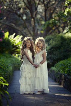 (Foto 11 de 12) Vestidos para damitas de estética hippie con volantes y puntillas, Galeria de fotos de Vestidos hippies para niñas en tu boda